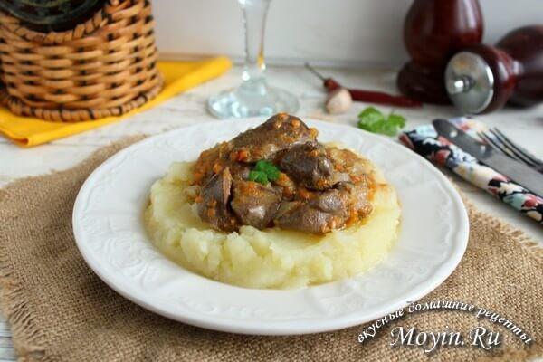 Куриная печень на сковороде в сметанной подливке - 4 простых рецепта вкусной печенки