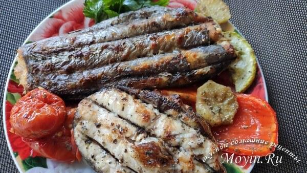 Шашлык из рыбы на мангале: толстолобик, лосось и хоки, плюс запеченные овощи