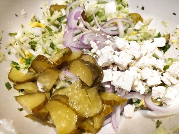 Салат из пекинской капусты с сельдереем и рукколой: простой пошаговый рецепт