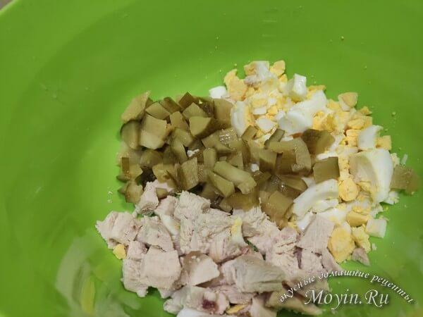 Салат с куриной грудкой, капустой и сыром - вкусный, сытный, низко калорийный